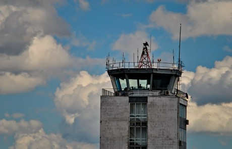 sindikat-kontrole-letenja-srbija-kontrolni-toranj